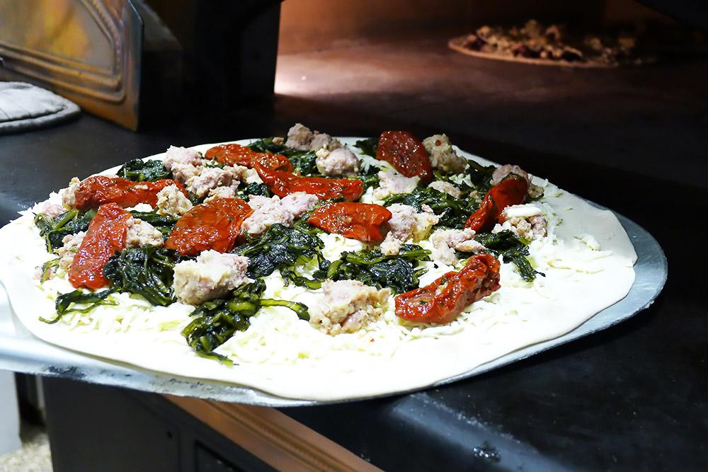 Pizzeria la Lievita pizza a domicilio e da asporto cicoria e salsiccia da infornare
