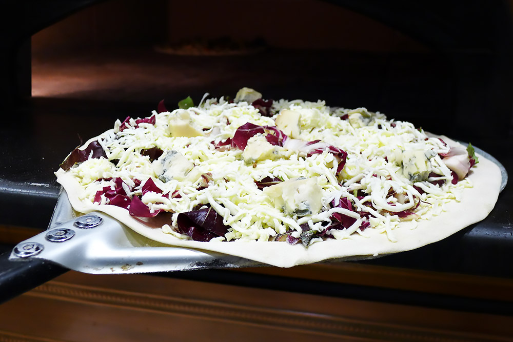 Pizzeria la Lievita pizza a domicilio e da asporto radicchio e gorgonzola da infornare